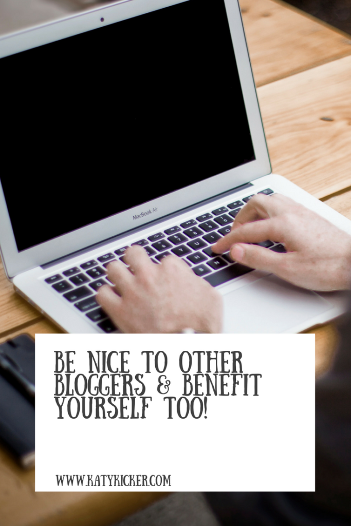 A man typing on a Macbook and a text overlay of be nice to other bloggers and benefit yourself too!