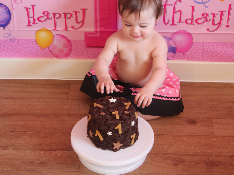 Daisy looking at her cake for the first time - DIY cake smash