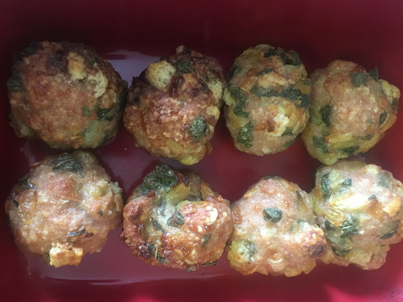 Sage and onion stuffing recipe - A look at the stuffing balls once they are almost cooked