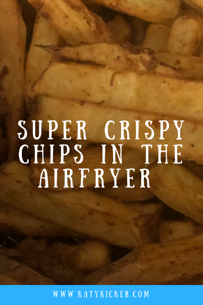 Cooked airfryer chips with text overlay that says super crispy chips in the airfryer