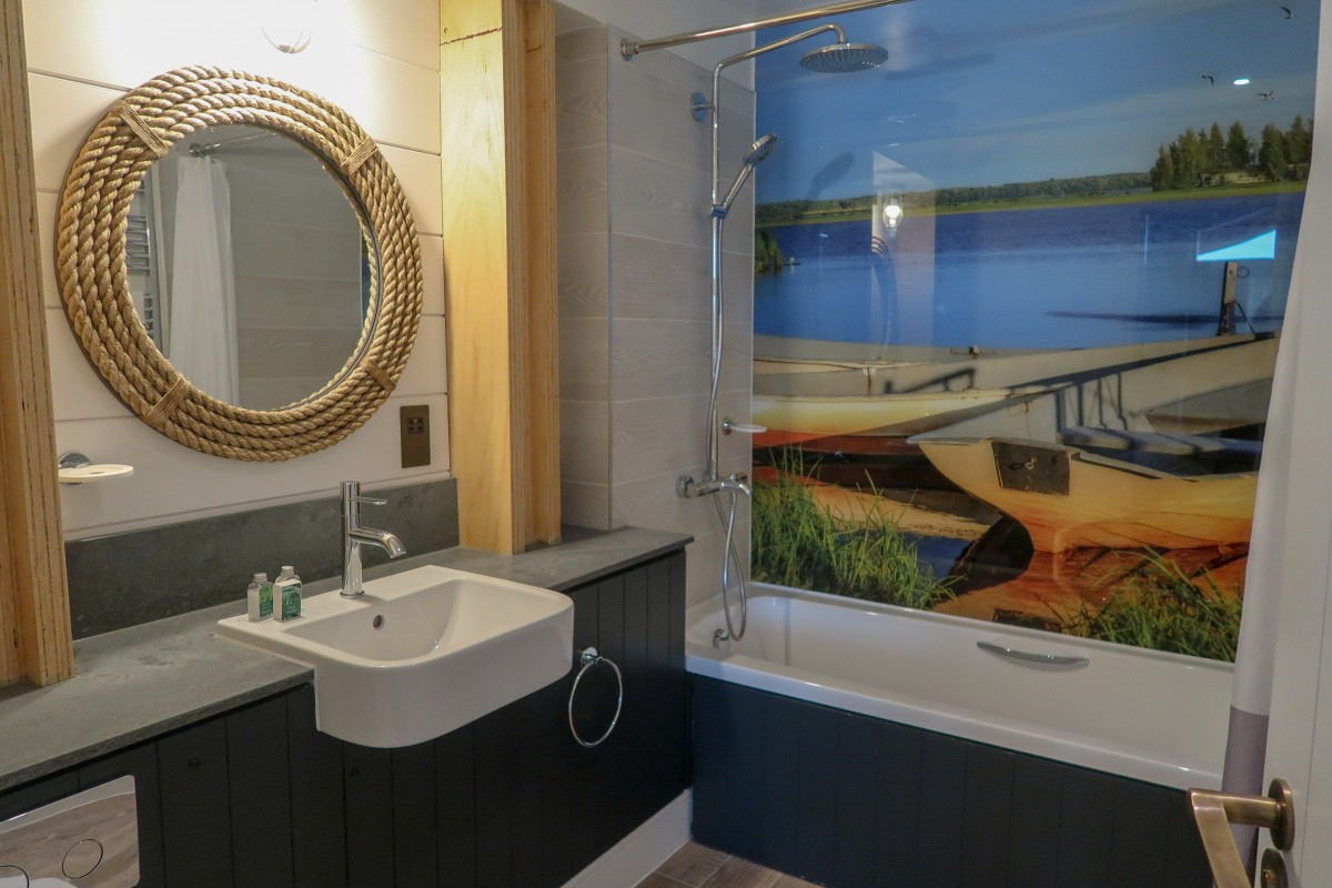 Centerparcs Waterside Lodge Review - One of the bathrooms