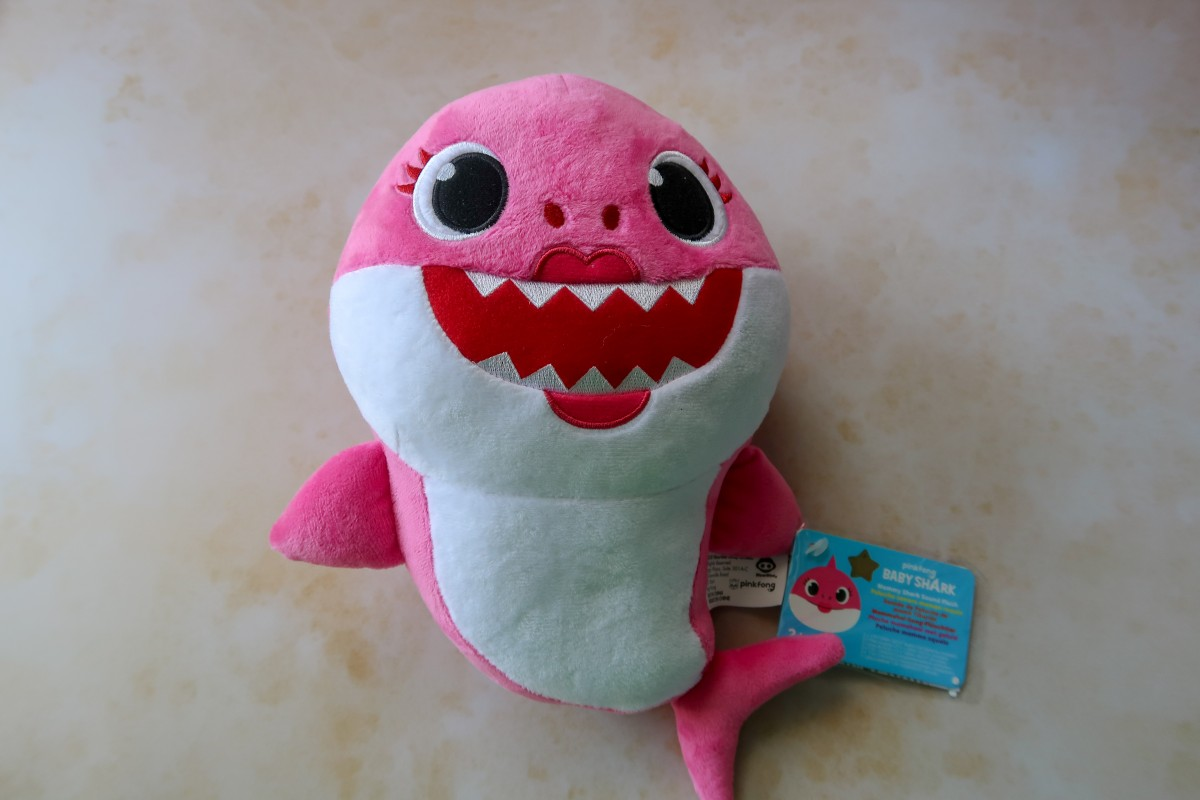 Pinkfong Baby Shark Singing Plush - Mummy Shark