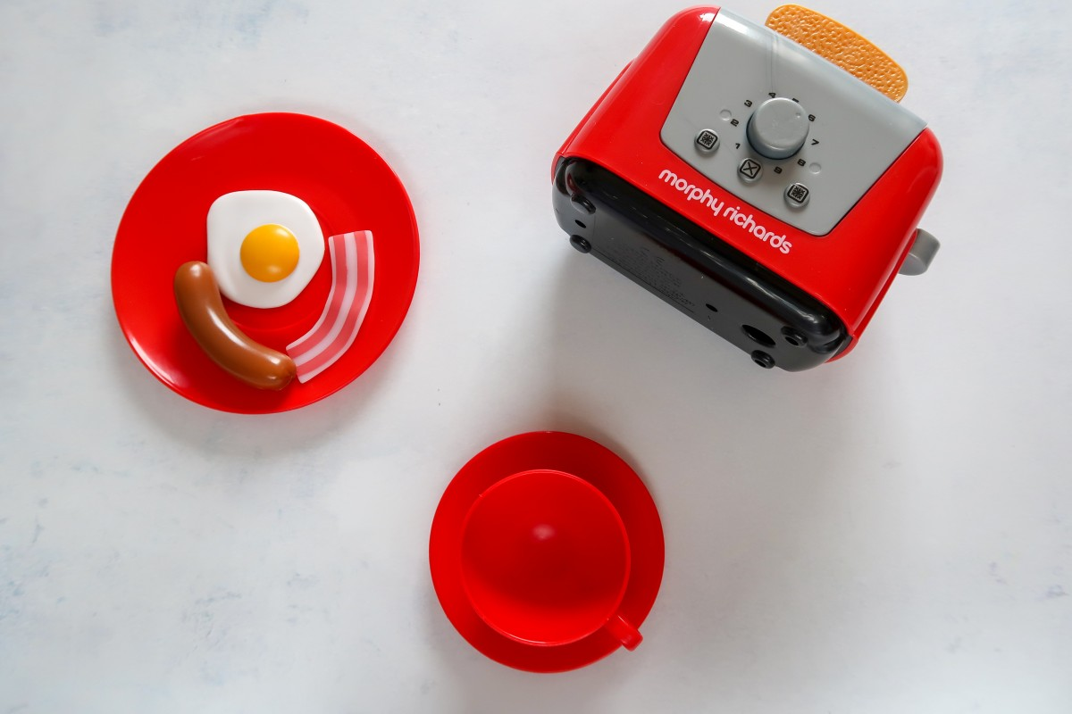 Some of the items in the Morphy Richards Kitchen Set