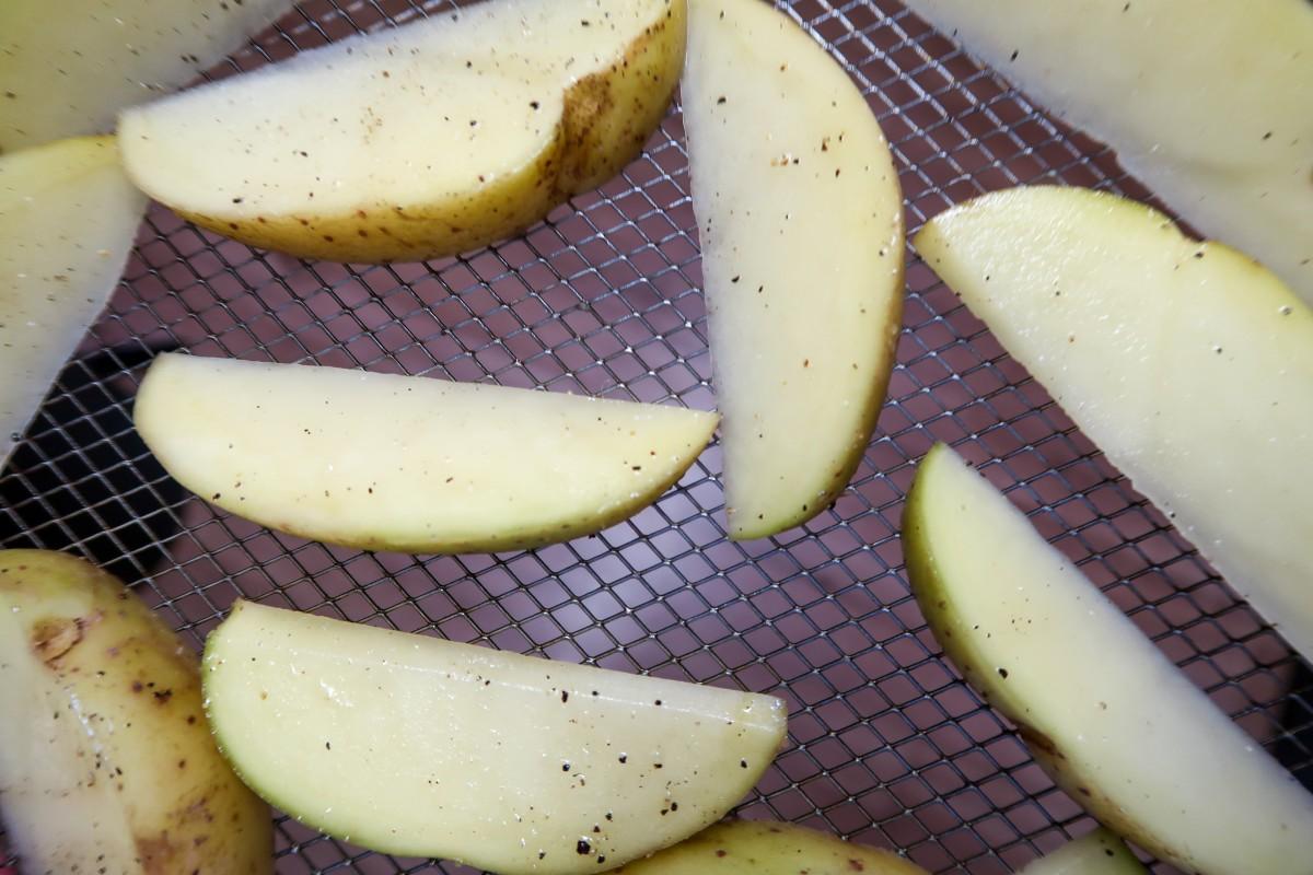 Salt and pepper air fryer potato wedges