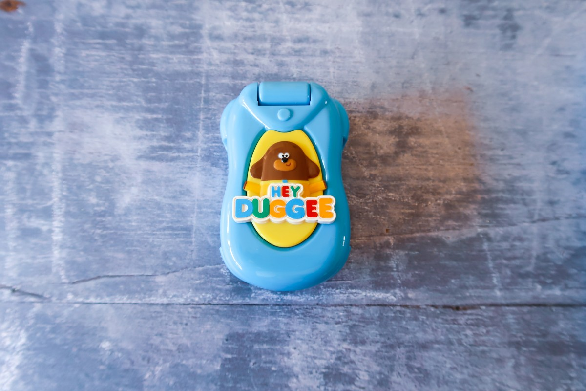 Hey Duggee Flip and Learn phone (closed phone)