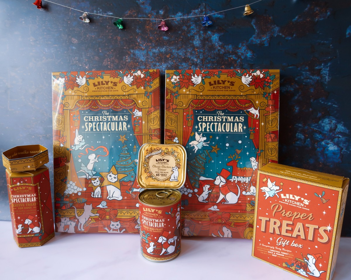 Lily's Kitchen Christmas 2020 Items - Dog cracker, food, treats and advent calendar and cat advent calendar and classic chicken dinner